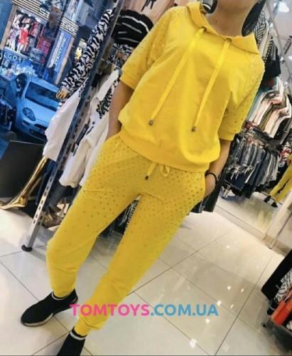 Женский желтый костюм с камнями